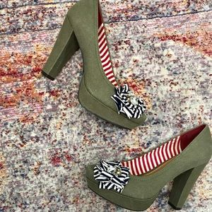 Gianni bini olive green brooch shoes (size 9)